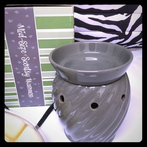 "SCENTSY Gray ""Sparrow"" Mid-side Wax Warmer Light"